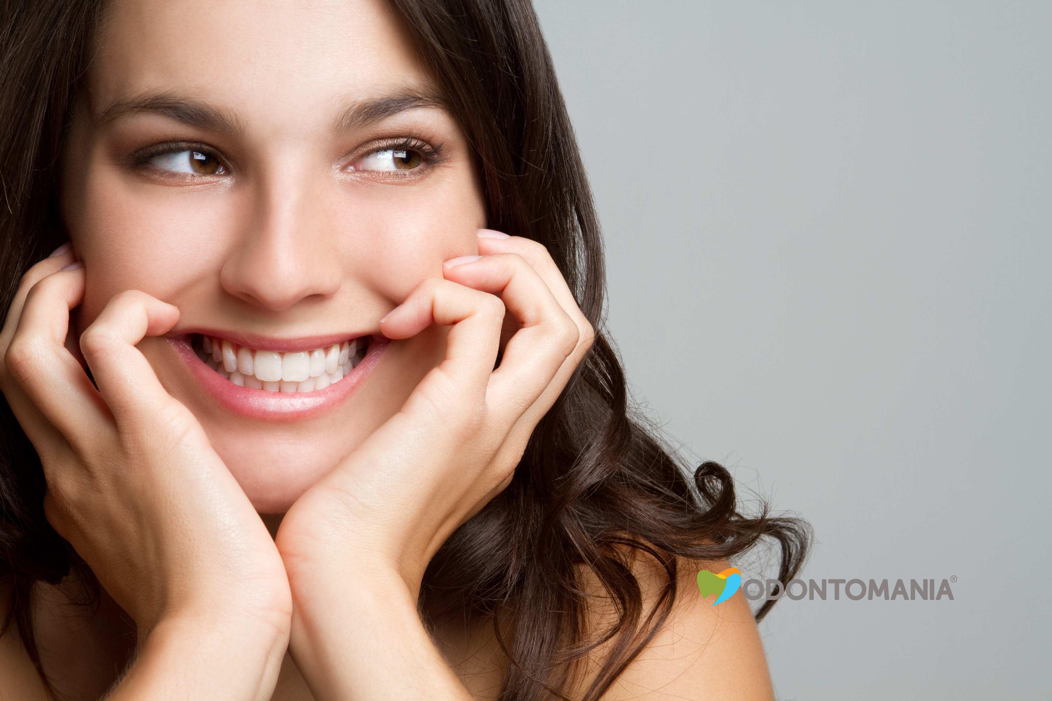 Lentes de Contato Dentais em Porcelana   Odontomania ® fd19003a25