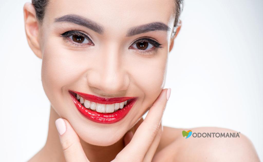 o-que-e-lente-de-contato-dental-clinica-odontomania